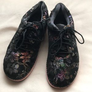 Alegria tennis shoes
